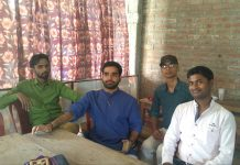 bihar-youth-educating-village-people-roshra