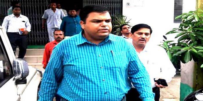 buxar dm suicide IAS mukesh pandey